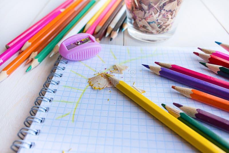 在笔记本的凹道铅笔 库存照片
