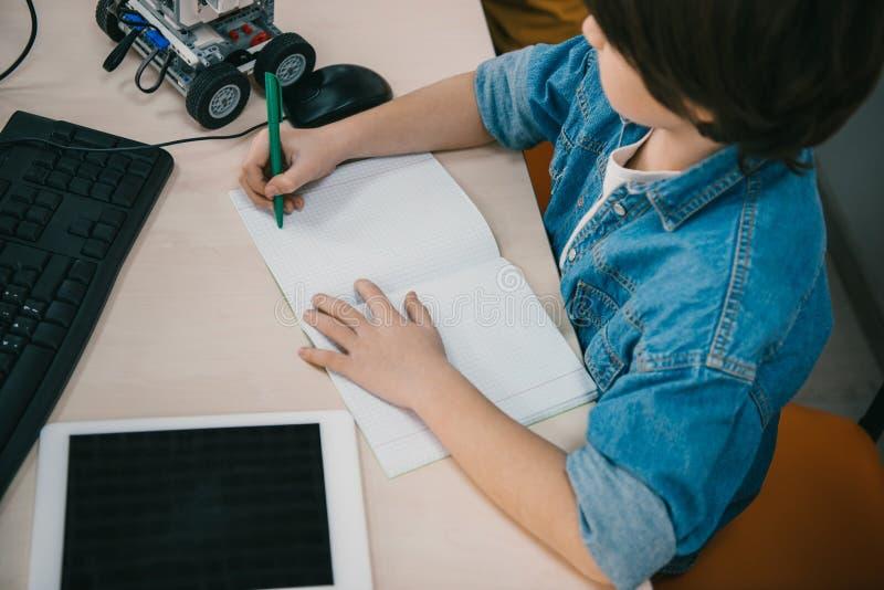 在笔记本的大角度看法孩子文字 免版税图库摄影