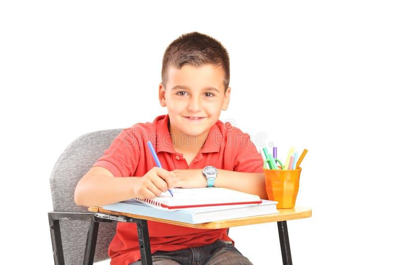 在笔记本的小男孩文字 库存照片