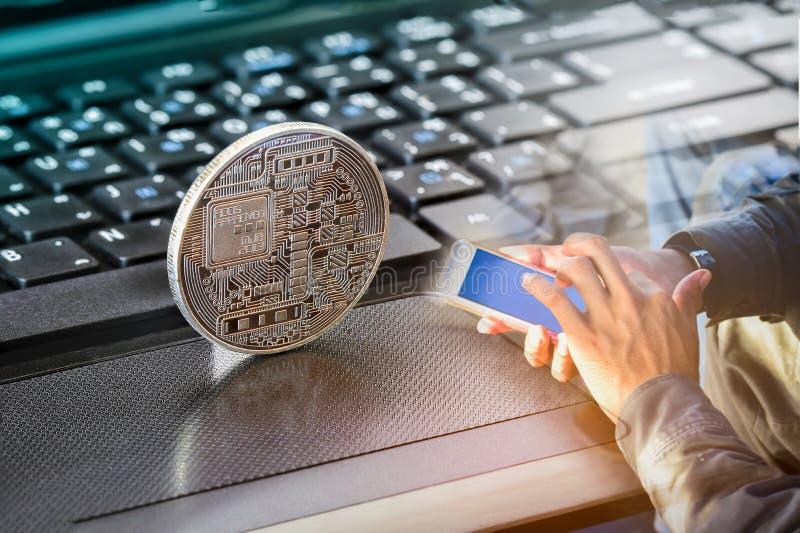 在笔记本的Bitcoin投资企业概念的 免版税库存照片