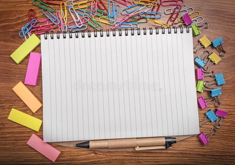 在笔记本附近的色的贴纸 库存照片