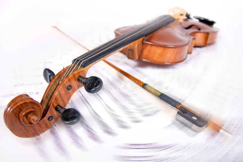 在笔记纪录的中提琴 免版税库存图片