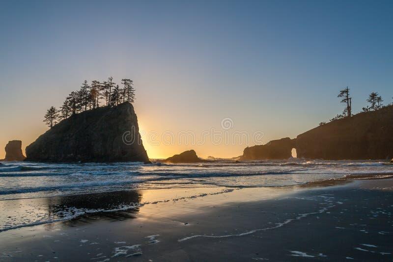 在第二个海滩的日落在La推挤,奥林匹克国家公园附近 库存图片