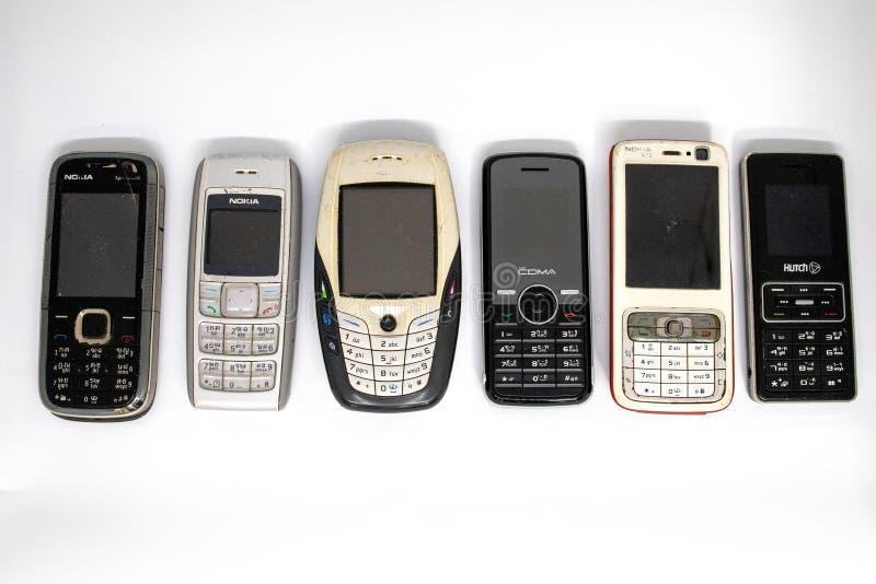 在第二代的传统手机与键盘按钮和微型黑白显示器由白色孤立冲切了backg 免版税库存照片