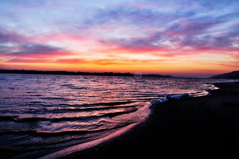 在第聂伯河的清早有日出的 免版税库存照片