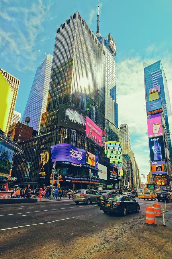 在第7大道和百老汇的交通在时报广场美国 库存照片