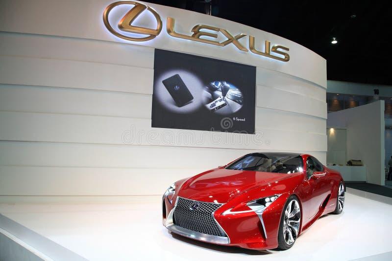 在第29马达商展的红色Lexus LF-LC杂种 免版税库存照片