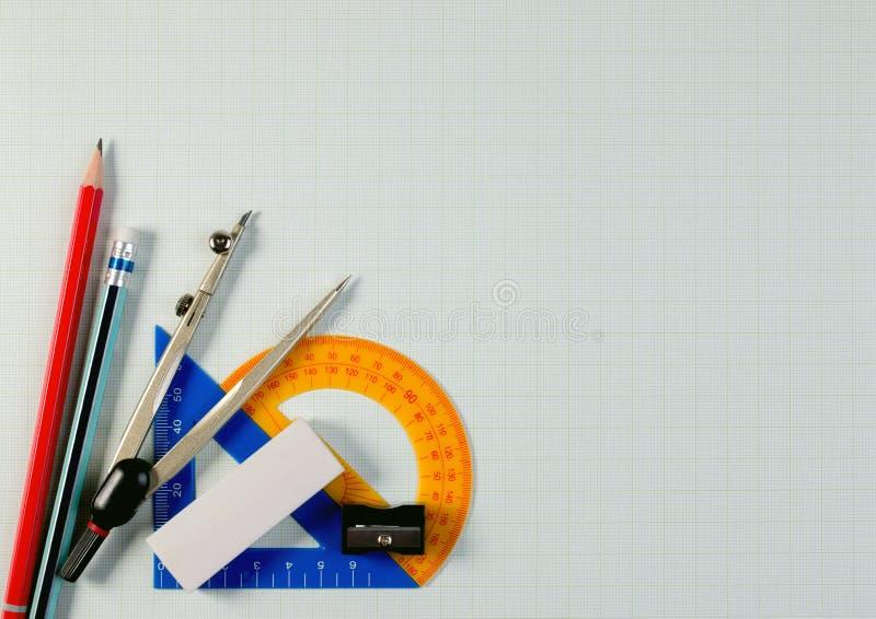 在算术座标图纸的角落的数学仪器与拷贝空间的文本的 库存图片