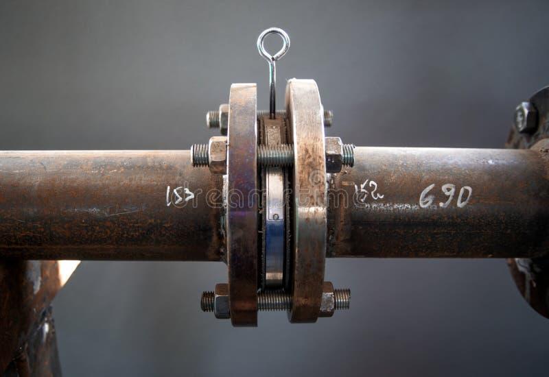 在管子的被安装边缘的连接 免版税库存照片