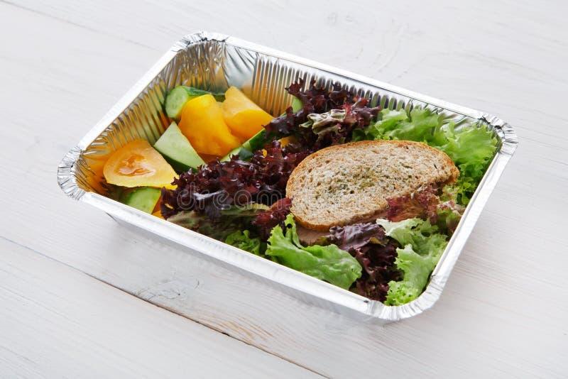 在箱子的健康食物,饮食概念 免版税图库摄影