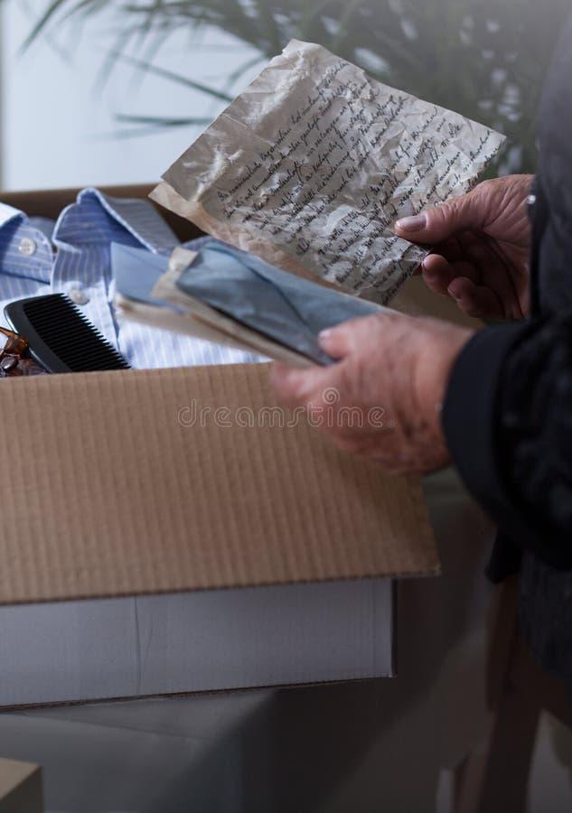 在箱子的纪念品 免版税库存图片