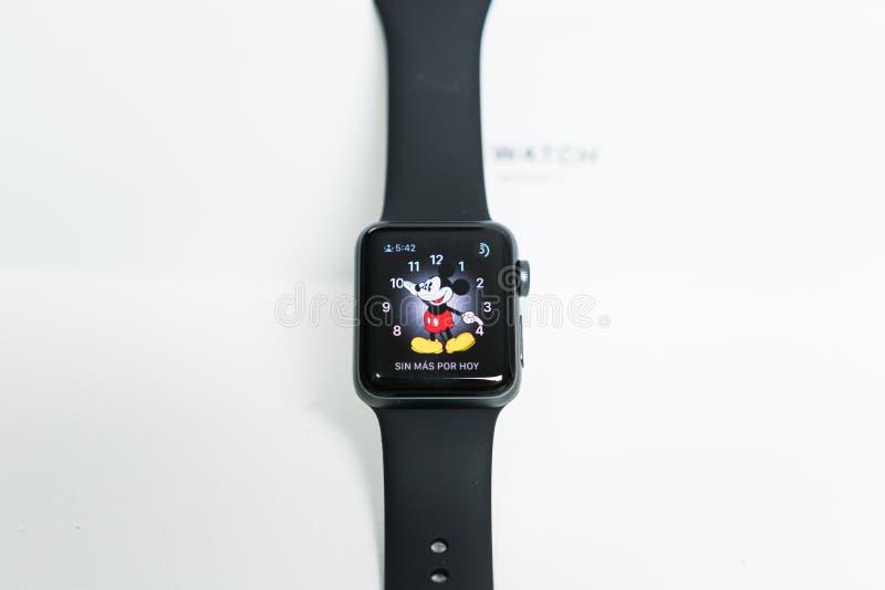 在箱子的苹果计算机手表 免版税库存图片