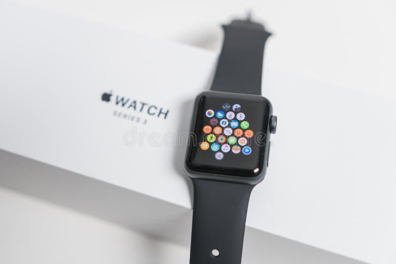 在箱子的苹果计算机手表 库存照片