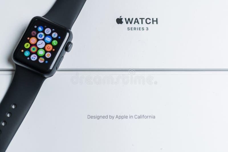 在箱子的苹果计算机手表 免版税库存照片