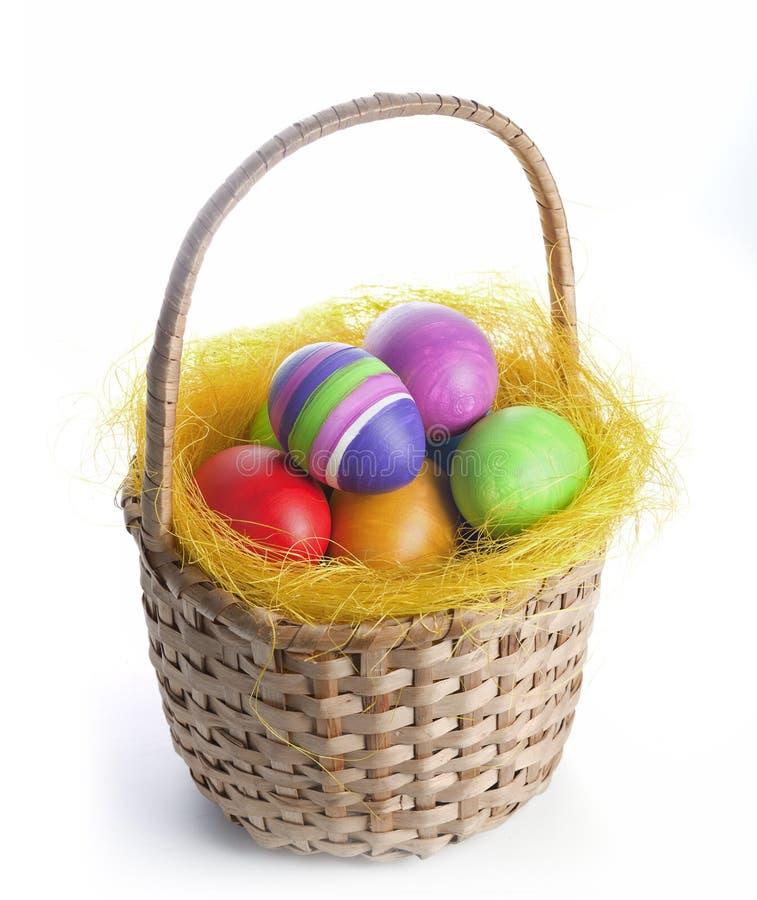 在篮子的复活节彩蛋 库存照片