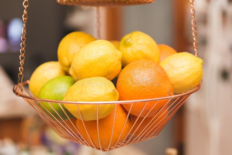 在篮子的柑橘水果 图库摄影