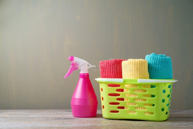 在篮子的清洁毛巾 库存照片