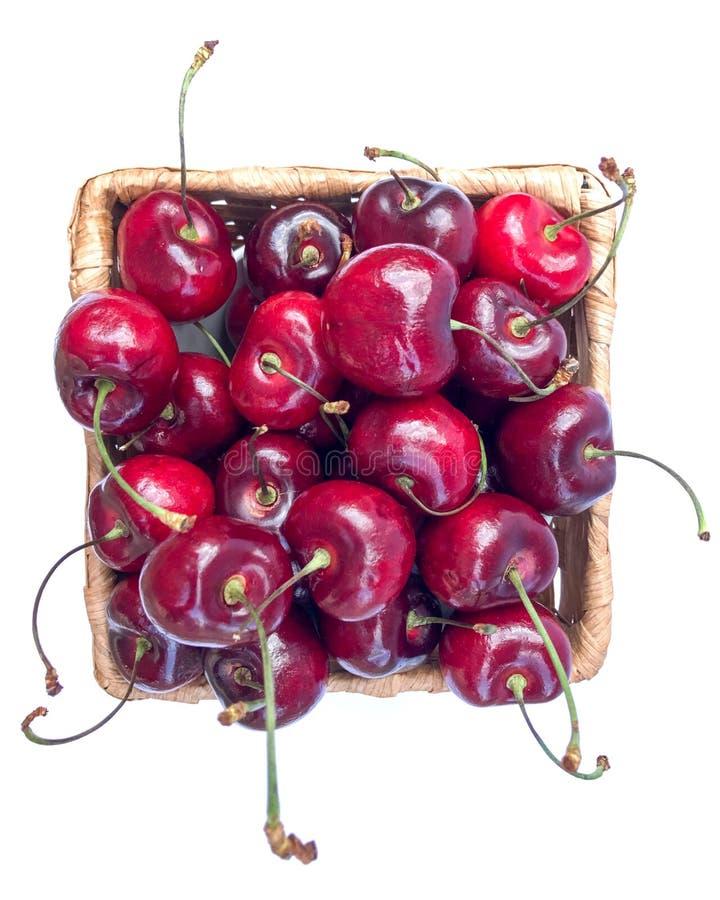 在篮子的甜樱桃在白色 库存图片
