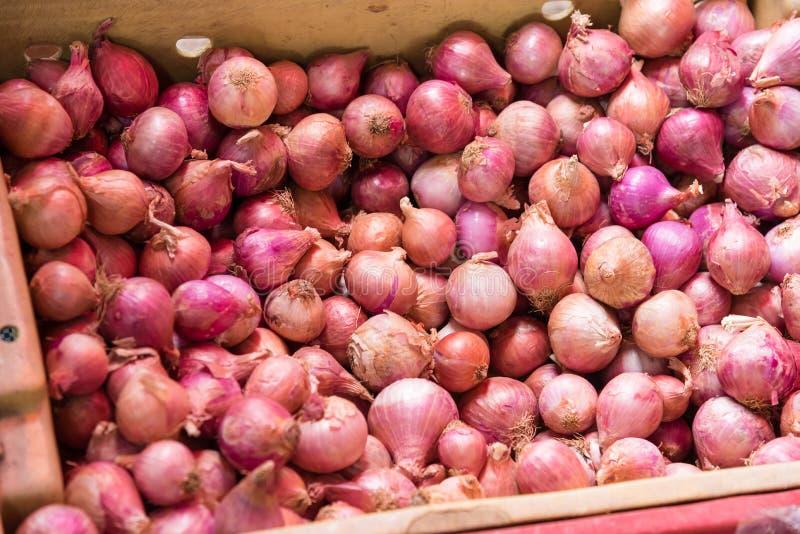 在篮子的红市场在食品洋葱上在杭州,泰国富春食物添加剂曼谷图片