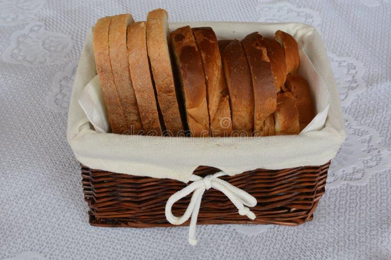 在篮子的面包 图库摄影
