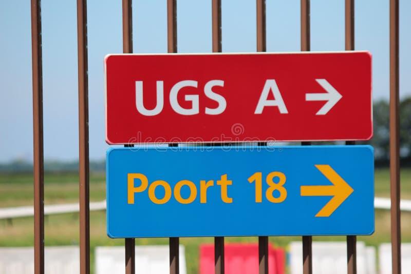 在篱芭的标志在鹿特丹海牙机场 图库摄影