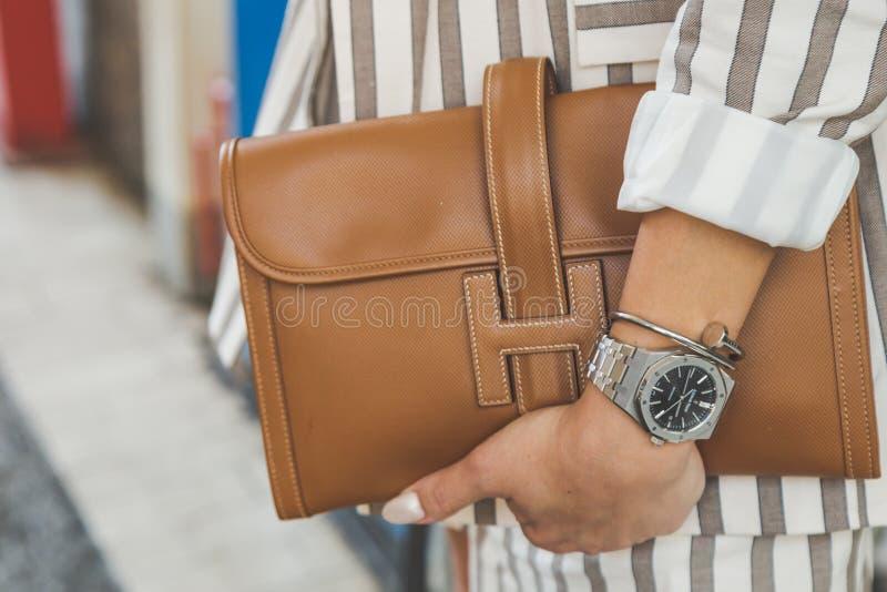 在米兰人` s时尚星期期间,袋子细节  免版税库存图片