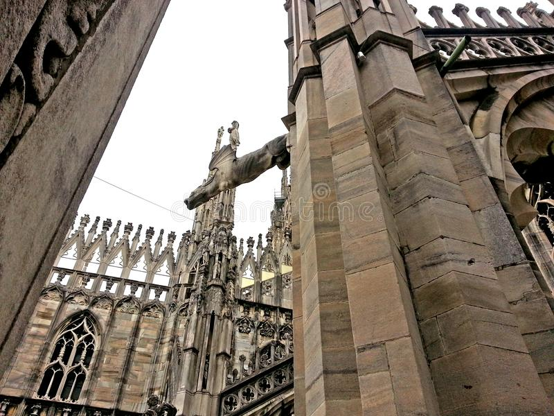 在米兰大教堂的spiers中 库存图片