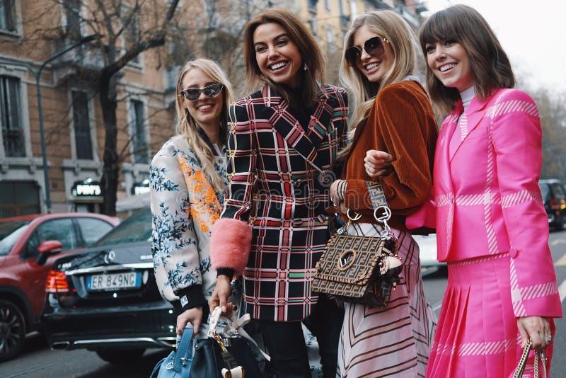 在米兰时尚星期期间,街道样式 库存照片