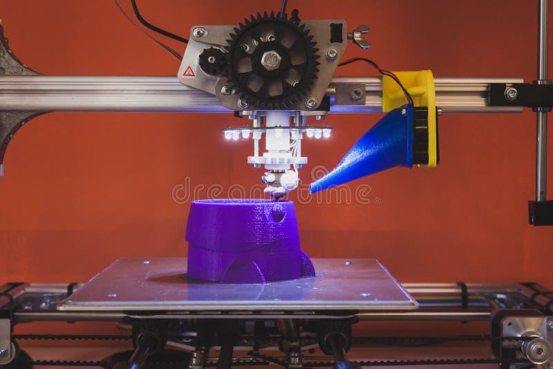 在米兰设计星期期间, 3d在维特纳Lambrate空间的打印机 库存照片