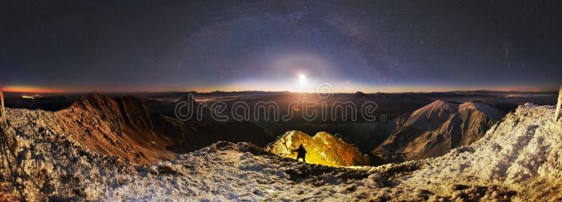 在米卡母马的月出,在喀尔巴阡山脉 免版税图库摄影