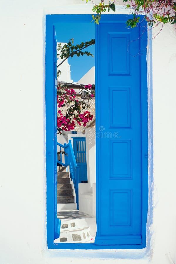 在米科诺斯岛海岛上的传统希腊房子 免版税库存照片