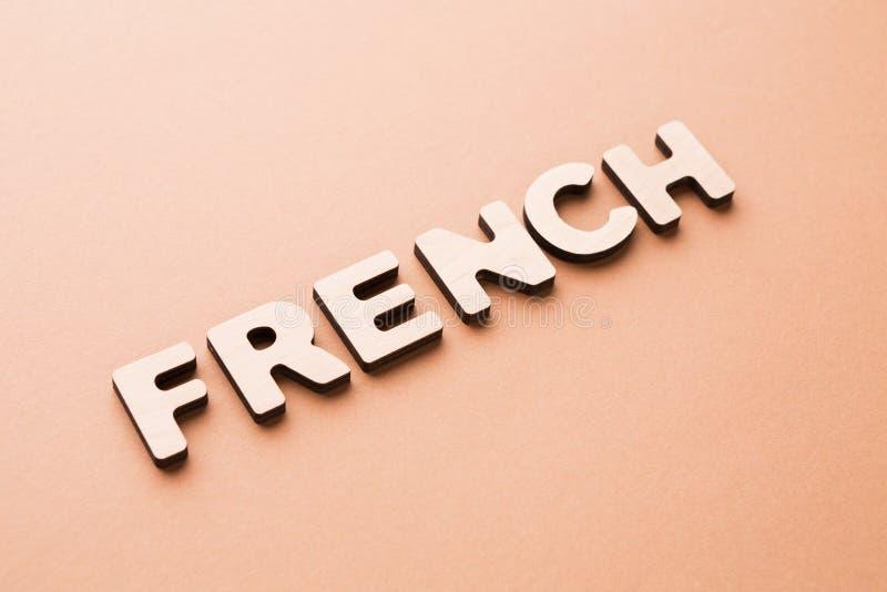 在米黄背景的词法语 库存照片