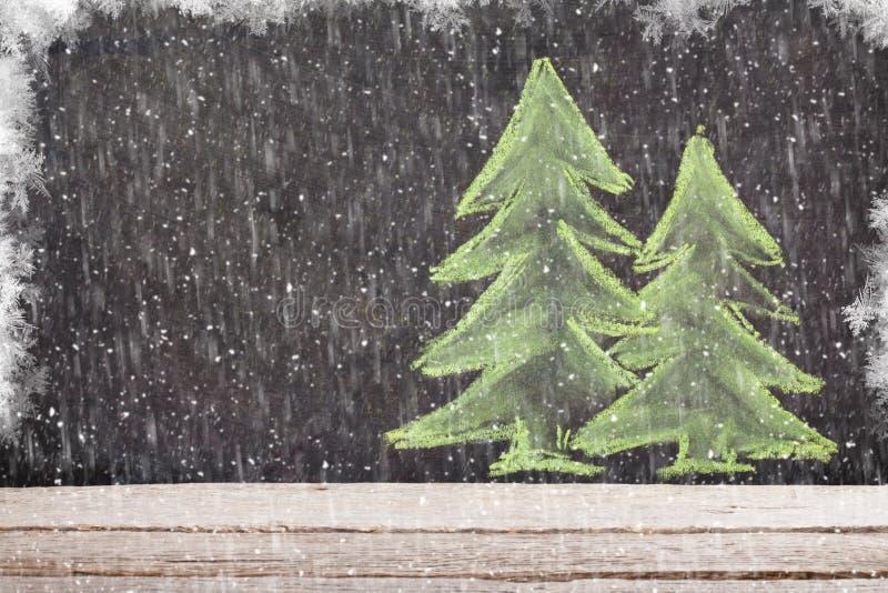 在粉笔板的圣诞节手拉的xmas杉树 免版税图库摄影