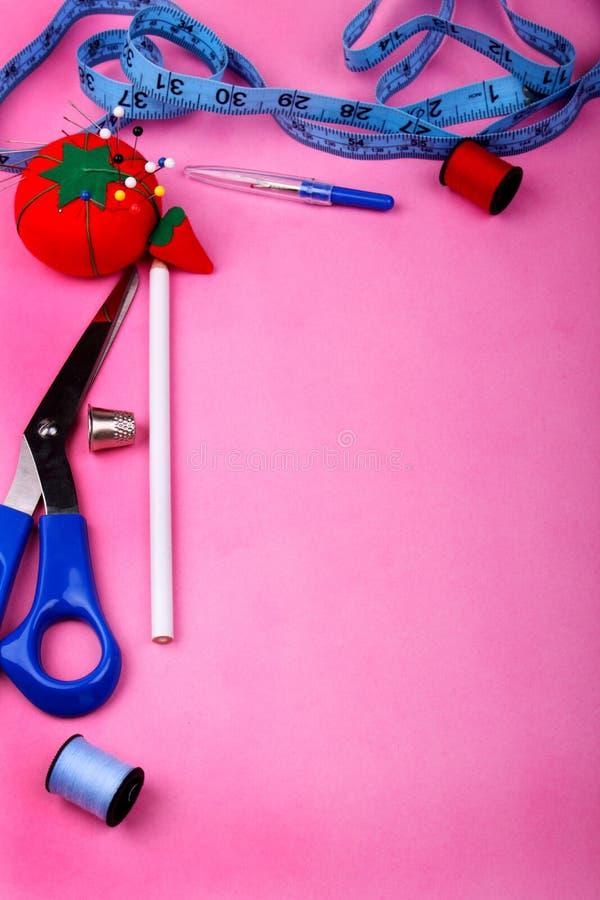 在粉红色的工具边界 免版税库存照片