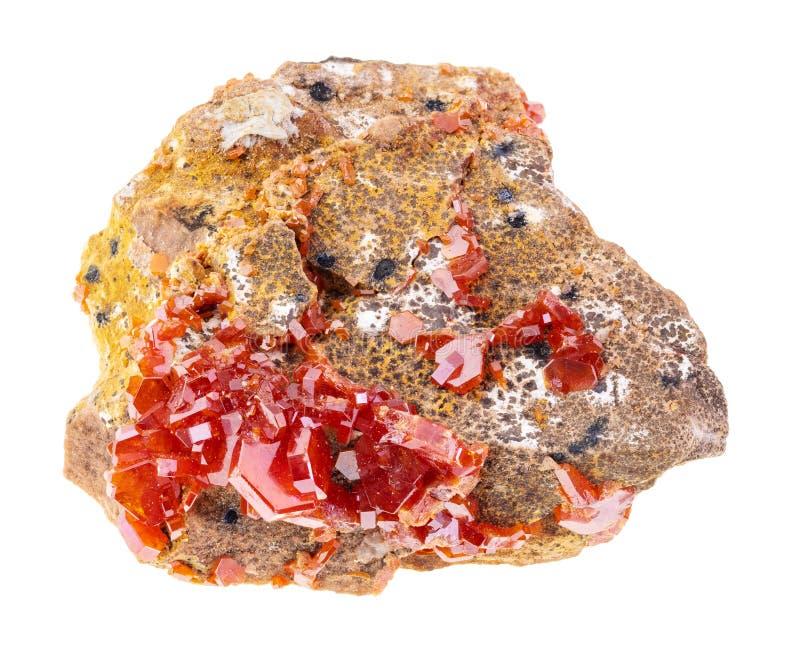 在粗砺的石头的钒铅矿水晶在白色 免版税库存图片