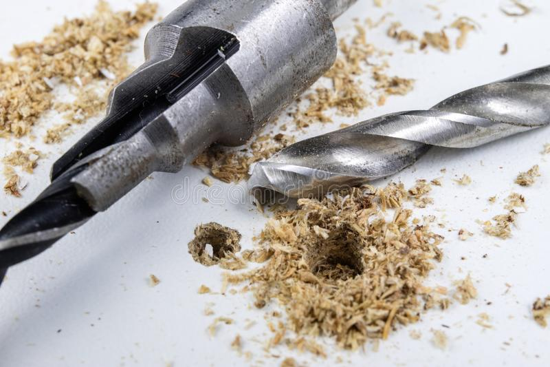 在粗纸板的钻孔 用于骗局的细木工技术辅助部件 库存图片