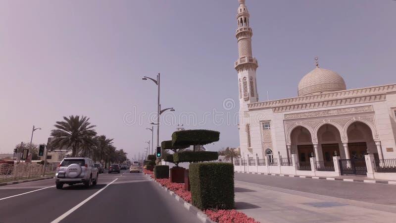 在精华区域卓美亚奢华酒店集团的汽车旅行在迪拜 图库摄影