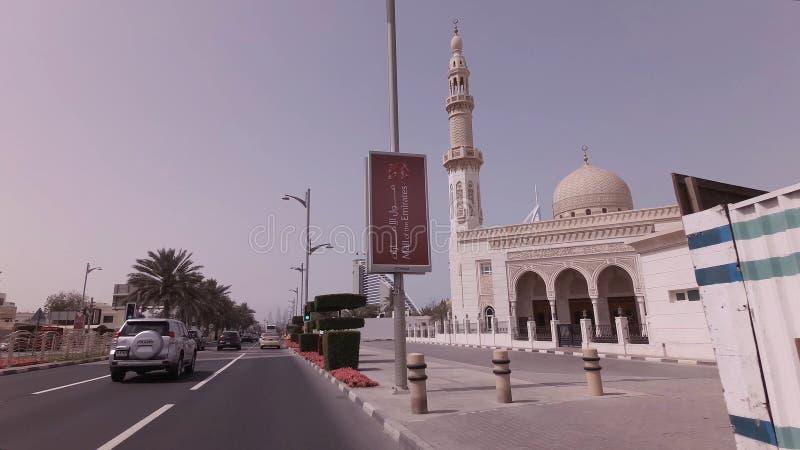 在精华区域卓美亚奢华酒店集团的汽车旅行在迪拜 免版税图库摄影