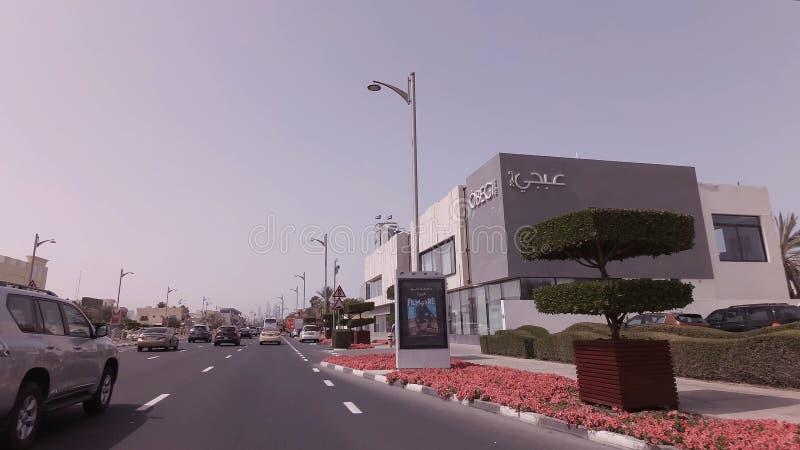 在精华区域卓美亚奢华酒店集团的汽车旅行在迪拜 免版税库存图片