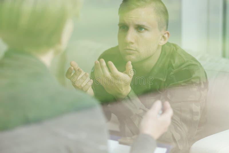 在精神故障以后的退役军人 库存图片
