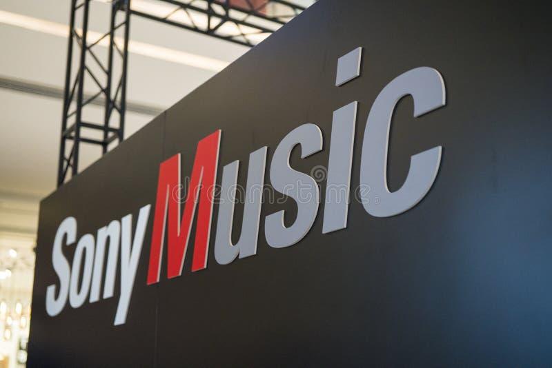 在索尼商展的SonyMusic商标2019年 库存照片