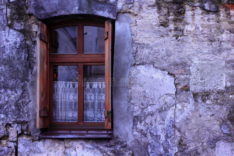 在紫外自然石头纹理的窗口  免版税库存图片