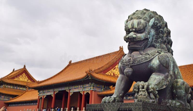 在紫禁城里面的龙雕象在北京,越南 免版税库存照片