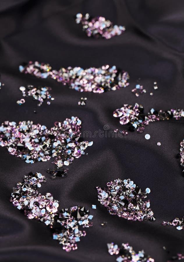 Download 在紫色丝绸石头的黑金刚石珠宝 库存图片. 图片 包括有 宝石, 豪华, 火炮, 金刚石, 背包, 宏指令 - 22353905