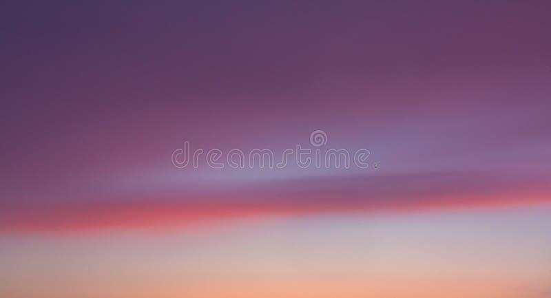 在紫色的日落 免版税库存照片