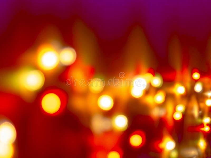 在紫色背景的装饰五颜六色的被弄脏的光 圣诞节抽象柔光 闪耀的五颜六色的明亮的圈子 库存图片