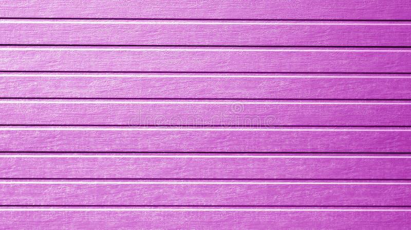在紫色颜色的塑料侧面墙纹理 免版税库存照片