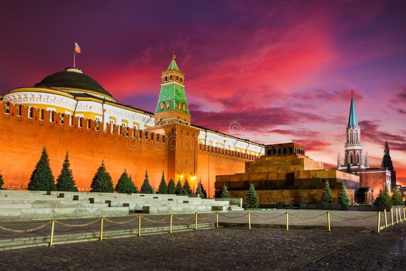 在红场、克里姆林宫和列宁陵墓,莫斯科,俄罗斯的日落 免版税图库摄影