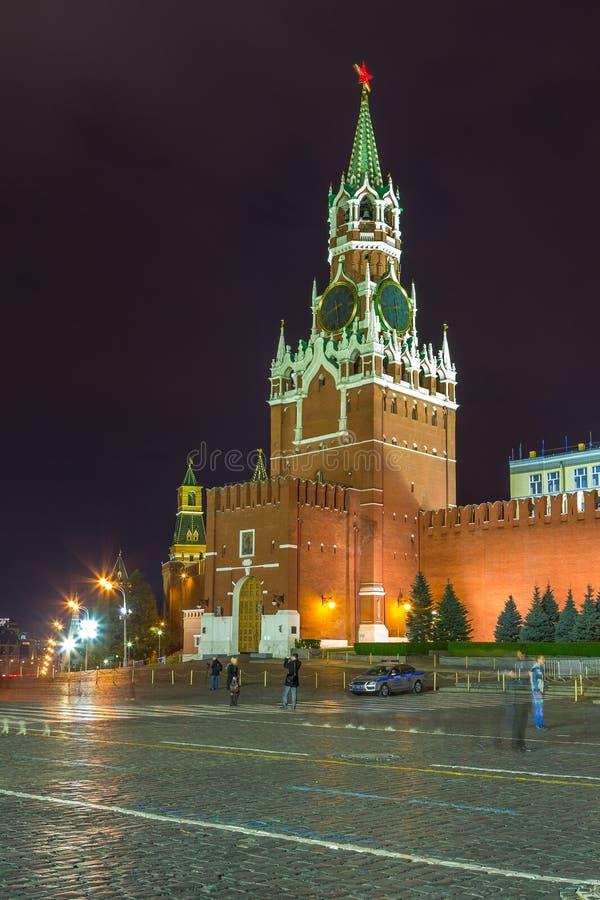 在红场的夜 克里姆林宫和沙皇的塔,俄罗斯 免版税库存照片