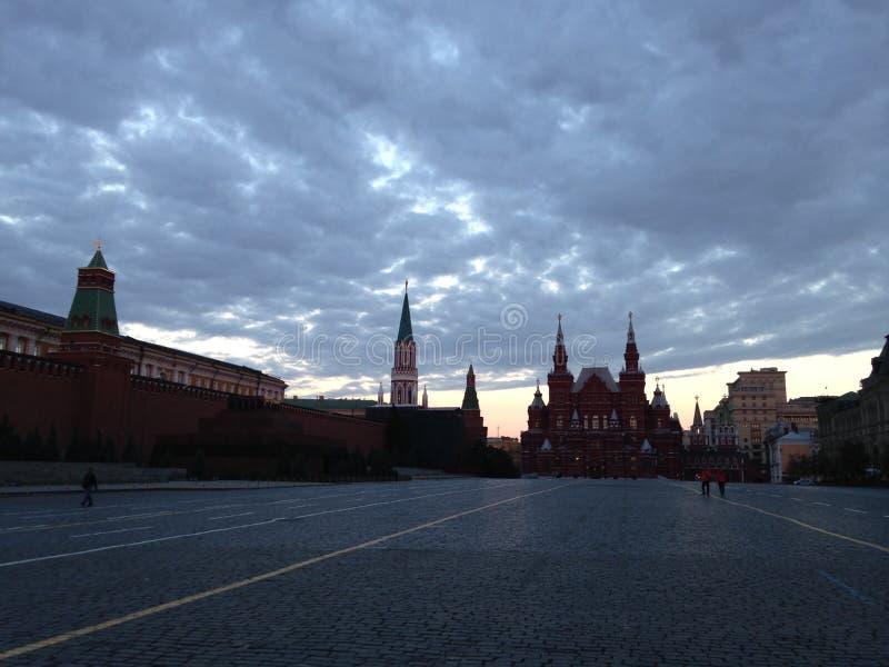在红场的日出在莫斯科,俄罗斯 免版税库存图片